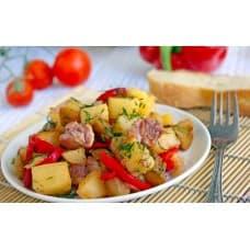 Овощное рагу с курицей (курица, картофель, морковь, лук, перец болгарский, помидоры, чеснок, паприка, зелень)