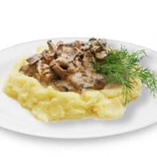 Бефстроганов из свиной печени в сливочном соусе, картофельное пюре