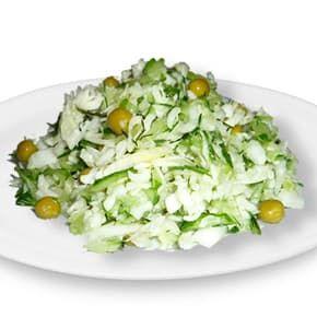 Салат «Витаминный» из свежей капусты с зеленым горошком