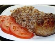 Котлета, гречка со сливочно-грибным соусом