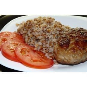 Котлета по-домашнему, гречка со сливочно-грибным соусом