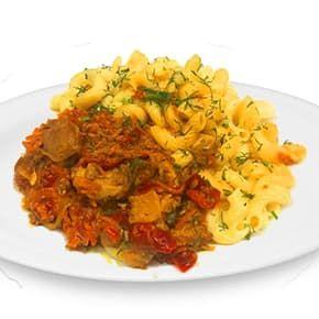 Мясо с овощами в соусе барбекю, макароны