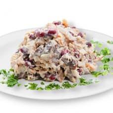 Салат «Мясной пир» с бужениной и ветчиной (буженина, ветчина, фасоль, грибы, картофель, яйцо, огурцы свежие)