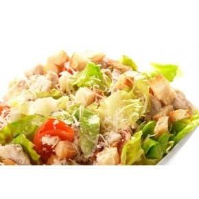 Салат «Цезарь» (курица, помидоры, салат, сухарики, соус, сыр)