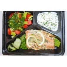 Дальневосточный лосось с овощным миксом и соусом «тар-тар»