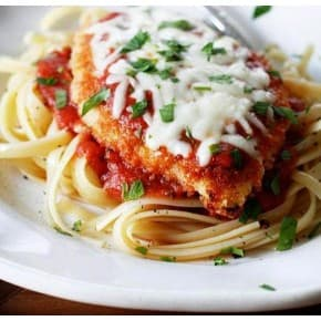 Отбивная из курицы, спагетти с соусом сырным