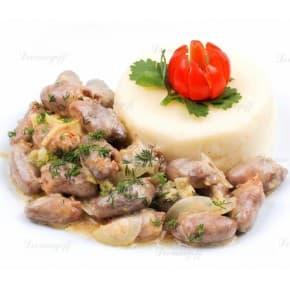 Куриные сердечки, картофельное пюре со сливочным соусом