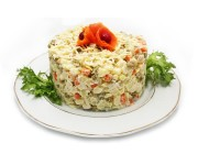 Салат «Обжорка» (ветчина, колбаса вареная, картофель, морковь, яйцо, огурец консервированный, сыр, майонез)