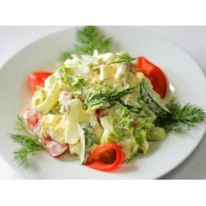 Салат «Овощной» (помидор, огурец, лук зеленый, укроп, растительная заправка)