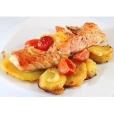 Рыба запеченная с помидорами под сыром, картофель пикантный