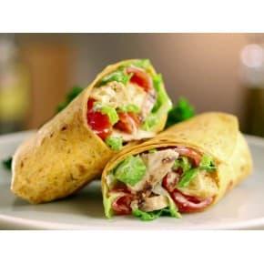 Тортилья-ролл с курицей и помидорами
