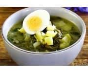 Щи зеленые со сметаной и яйцом